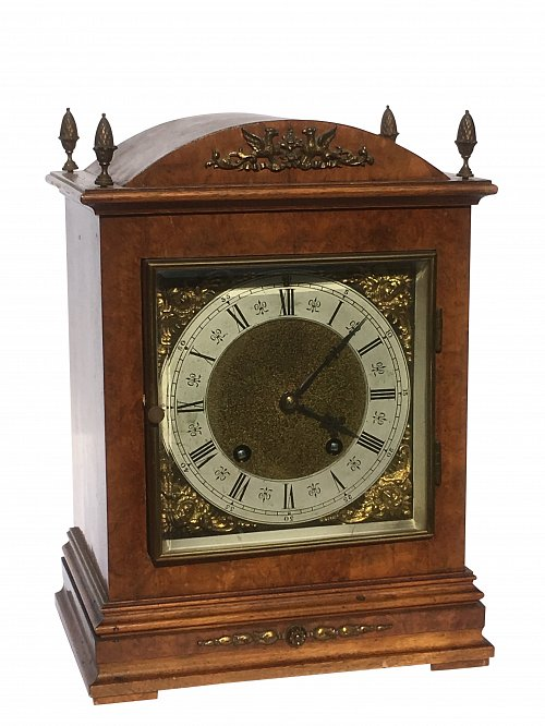 Lenzkiech walnut mantle clock
